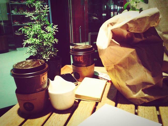 Queso, pan, café y tú :3!