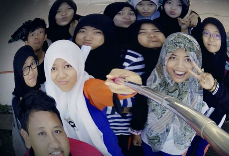Selca with friends...XI science class, i ♡ this moment... Taking Photos