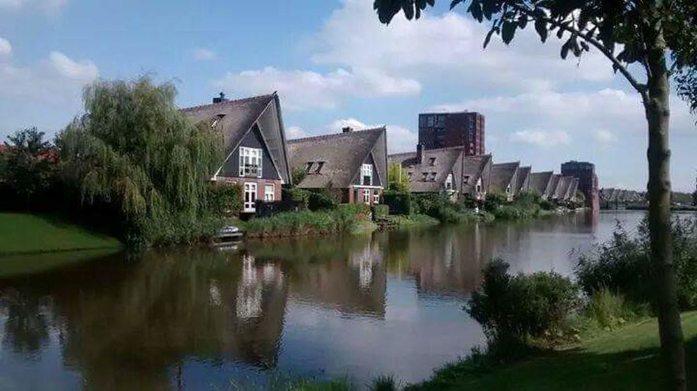 House Water Reflection Tree Sky Day Canal Nederland Nieuwvennep EyeEmNewHere Dutch Town Beauty Netherlands Dutch Life Outdoors Architecture No People Residential Building Built Structure Admiring The View Holland Dutch Canals