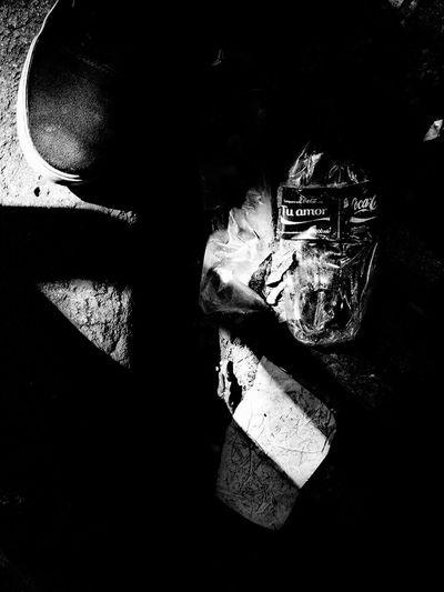 Taking Photos Hello World Shadows Of The World Eyem Gallery Fotografa Blackandwhite Argentina Photography Córdoba Blanco & Negro  Disparo Silencioso Love Amor Coca-cola Fotography Zapatilla Shadow Photography Botella Botellacocacola Calle Callejeando