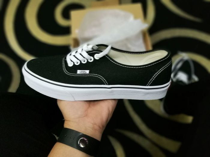 """""""Fresh from the box"""" Vans Authentic. Menswear Vans Vansoffthewall Skateboardshoe Sneakerhead  Dbsstussy DBS Borneo Lokalbah KKCity"""