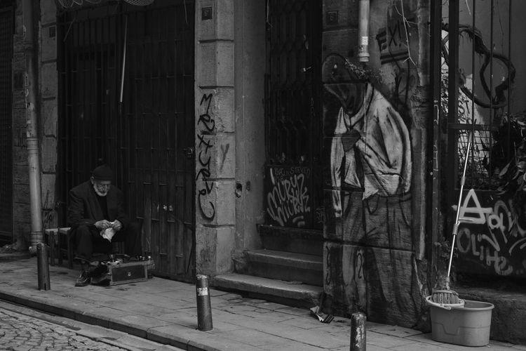 Nikon D5200 EyeEm Best Shots Portrait Oldman Shoeshiner Galata Tower