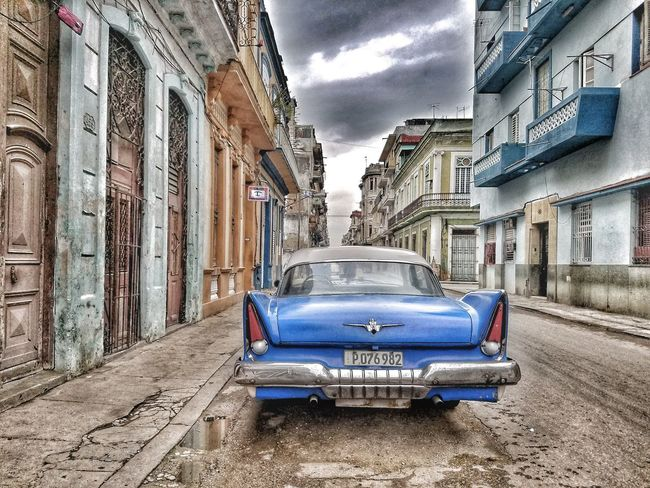 Land Vehicle Mode Of Transport Built Structure Architecture Transportation Building Exterior No People Outdoors Stationary Fotogeniksyl City Life Photography Beauty In Nature Traveling Photography Cuba Cuban Style Culture Shock Car Vintagecar Fotogeniksyl