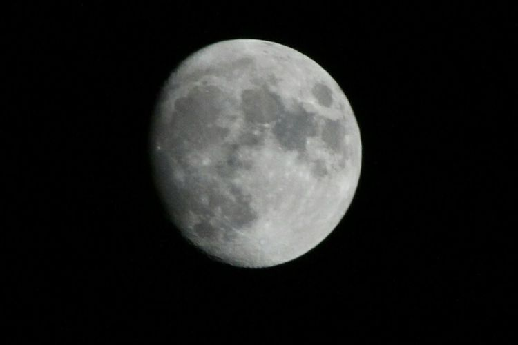 Straight from the camera. Canon photography Moon Night Astronomy Moon Surface Nature Beauty In Nature Tranquility Black Background Outdoors Space Sky 1-9-17 January Moon Thingsinmybackyard Eyemphotos EyeEm Best Shots Popular Photos EyeEm Gallery Nofilter Noedit