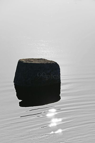 Con calma.See The World Through My Eyes Rocks And Water EyeEm Best Shots Shadows & Lights Photography From My Point Of View Siluetas Silhouettes Water_collection Water Reflection Water Rocks Highkey Simplicity Simple Photography Minimalism Minimalobsession Black Color