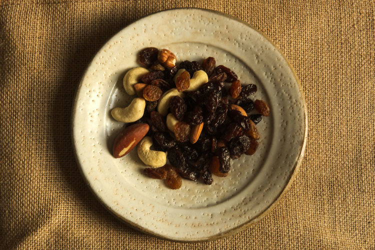 Breakfast Diet Healty Food Nuts Racines Small Portion Almonds Cashew Close-up Complement Dried Fruit Health Healthy Eating High Angle View Jute Jute Background Round Dish Round Shape Shadow Small Dish Sunset Light Vitamin