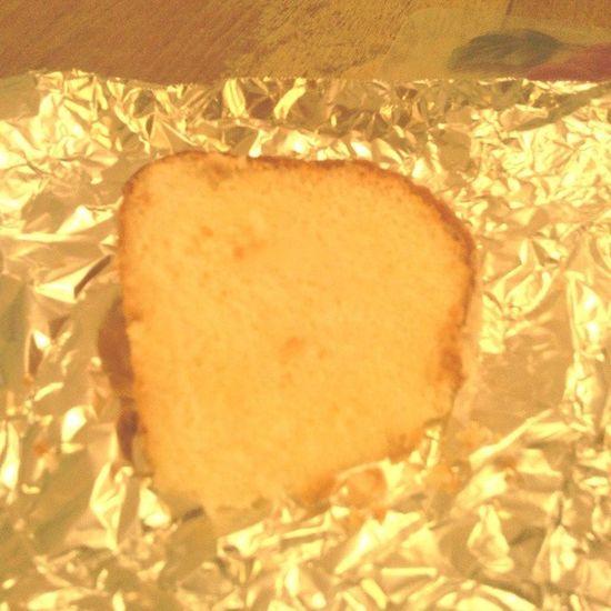 Omg this cake is SoooooooooGooooooooooooood In all of my seventeen/ almost eighteen years this is the best Poundcake I've EVER had!!!!