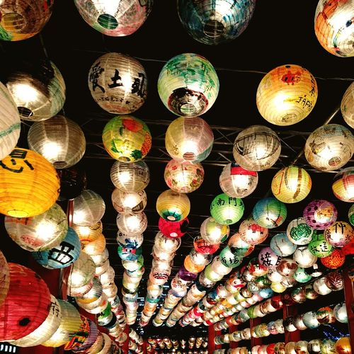 Paper lantern Winter Night カラフル ランタン 提灯 ちょうちん Colorful Light Multi Colored Hanging Full Frame Choice Variation Lighting Equipment Close-up Lantern Chinese Lantern Paper Lantern Chandelier Festival Hanging Light Traditional Festival Bauble
