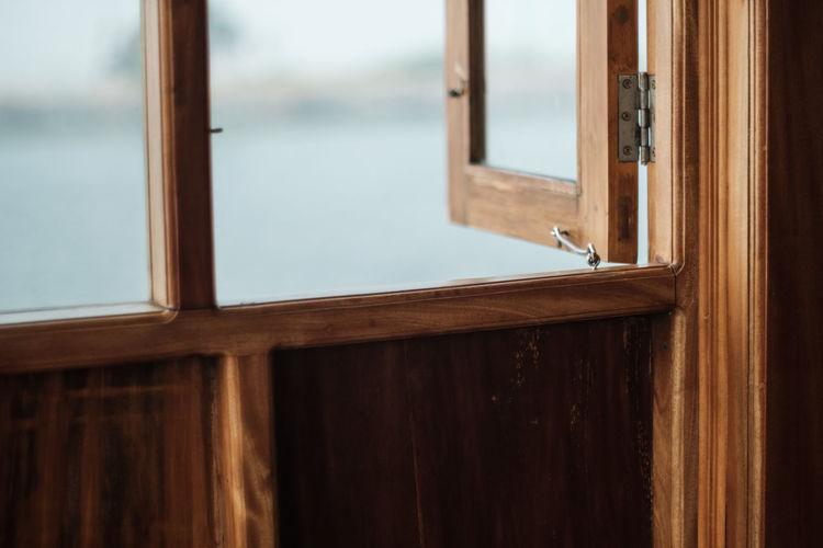 Windows Houseboat Fujifilm_xseries Windows_aroundtheworld Wimdow DoorsAndWindowsProject Latch Window Door Wood - Material Indoors  Day No People Close-up