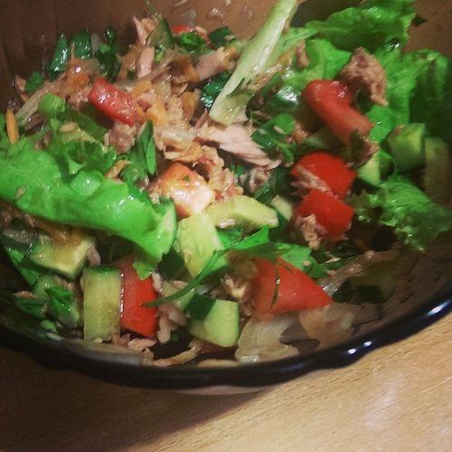 Салат с тунцом - отличное начало дня!
