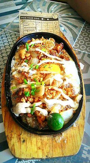 Crispyporksisig Yummy Cellphone Photography Sizzlingporksisig  Sizzlingplate Filipinodish HappyTummy Foodporn