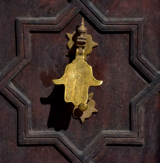 African Art Amulet Arabic Culture Architecture Door Knocker Hamsa Home Decoration  Africa Landmarks Architecture Details Artistic Design Arts Carafts Berbersoul Craftsmanship  Cultural Identity Faith Hope Love Fatima Hand Hamsa Hand Hand Hand Of Fatima Happiness Concept Islam Symbol Islamic Patterns Knocker Religious  Symbolic