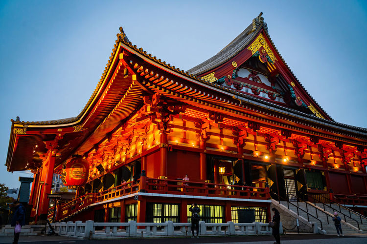 Illuminated senso-ji buddhist temple in asakusa at dusk