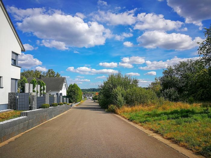 Townroad Blue Sky With Clouds vanishing point Trees Housing Settlement Housing Area Perfect Clouds Cloudy Blue Sky Cloudy Sky Heiter Bis Wolkig Housing Area Tree Blue Sky Cloud - Sky Empty Road Countryside Diminishing Perspective Asphalt Road #urbanana: The Urban Playground