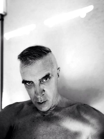 Tras una mirada Portrait One Person Shirtless Looking At Camera Indoors  Headshot HUAWEI Photo Award: After Dark