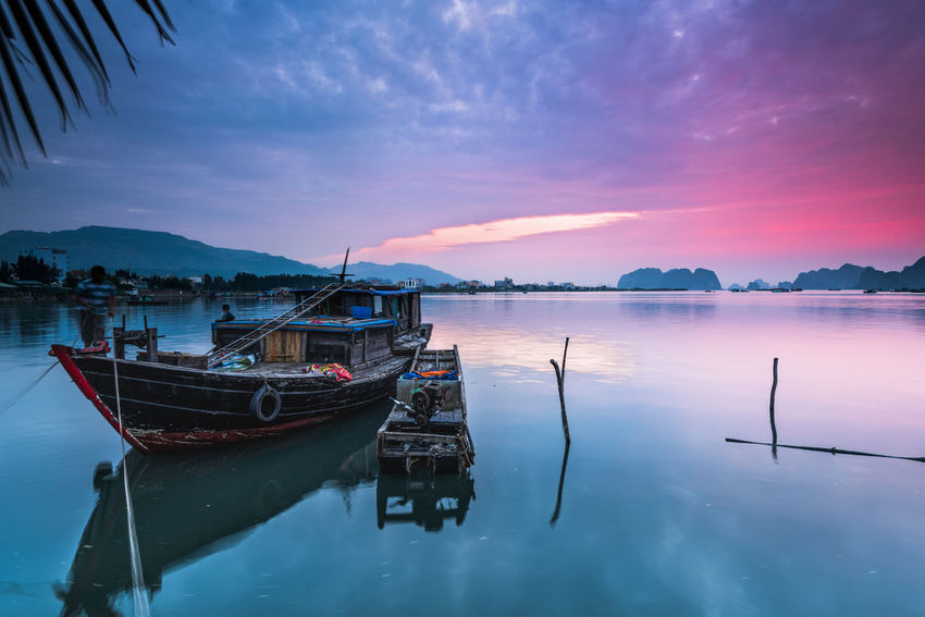 Boats Bai Tu Long Bay Sunrise Silhouette Sunrise N Sunsets Worldwide  Sunrise_Collection Vietnam Bay Ha Long Bay Sunrise Sunrise And Clouds Sunrise_sunsets_aroundworld