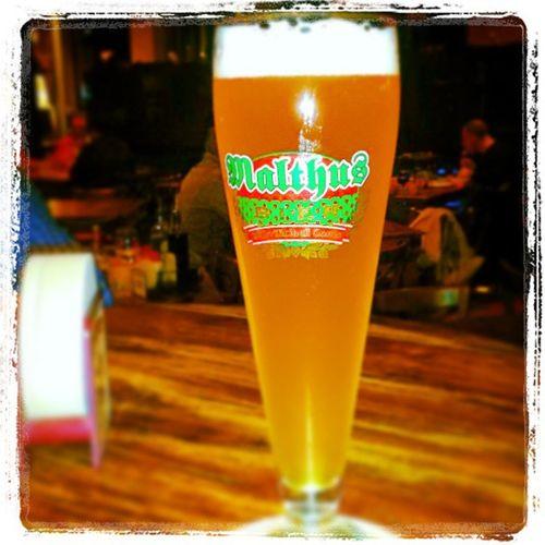 Non c'è storia... Weiss domina!! ✌ Malthusweiss Birrificiodicomo Weizen Beer bionda bella e buona lagioiadellunedìsera