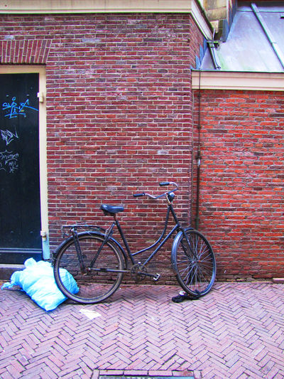 Bicycle Series Bicycle Brick Wall Day No People Outdoors Stationary Transportation Trash Mode Of Transport Land Vehicle Red Wall - Building Feature Street Photography EyeEmBestShots Cycling City Wall - Building Feature Street Life Cycling Photography Street Photography Architecture_collection