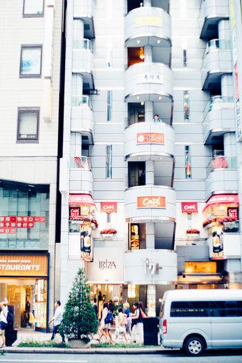 階段に一人 Tokyo Buildings Tokyo Street Photography Tokyo Tower Tokyo People Architecture Building Exterior Built Structure Car City City Life Day Ginza Land Vehicle Outdoors Pedestrian Real People Street Tokyo Japan Transportation