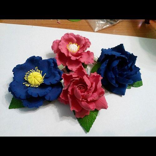 Вдохновение... цветыизглины цветыиздеко цветыручнойработы цветыизполимернойглины claycraftbydeco вдохновение лепка хобби decoclay handmadeflowers