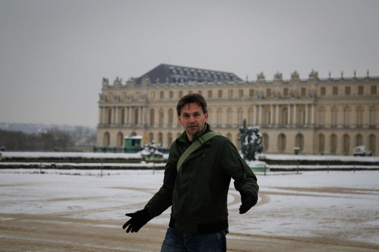 man on winter in Versailles gardens France Man Winter Palace France White Cold Temperature Versailles Versailles Gardens Versailles, France Palace King - Royal Person Queen - Royal Person Royal Person Royalty Crown Renaissance Town Square