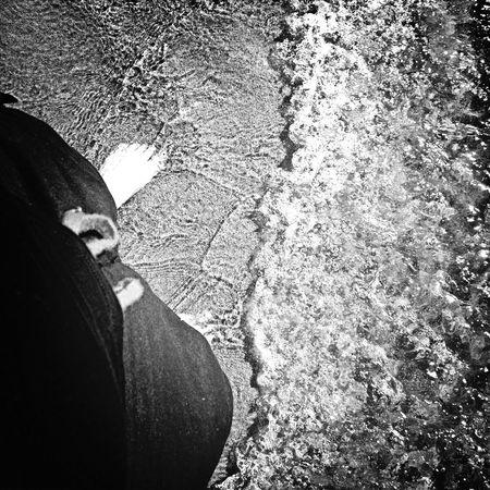 Floortraits Les pieds dans le Lac Saint-Jean. Life Is A Beach Monochrome LacStJean