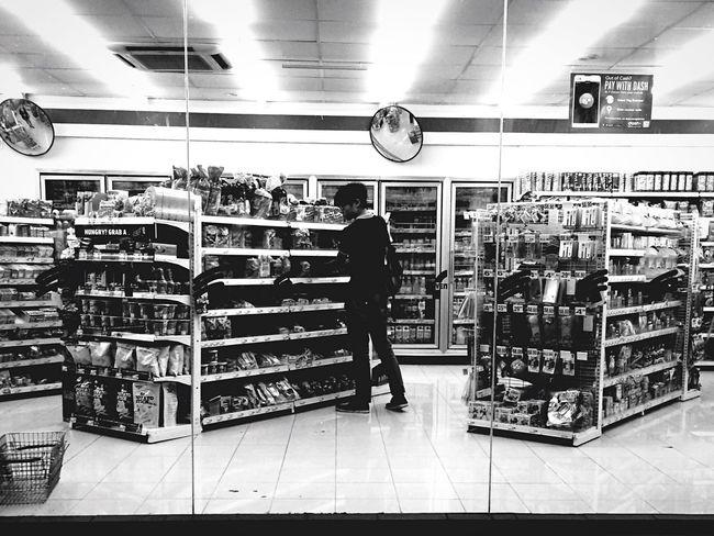 Streetphoto_bw Black&white Bw_collection Black & White Streetphotography Blackandwhite Black And White Monochrome Peoplephotography Shopping