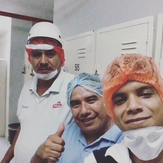 Un dia largo Trabajo de Limpieza tsss somo buenos Trabajores jeje Palselfie Gdl Tapatio Sabritas 😀✌👍👌👊 Buenasnoches
