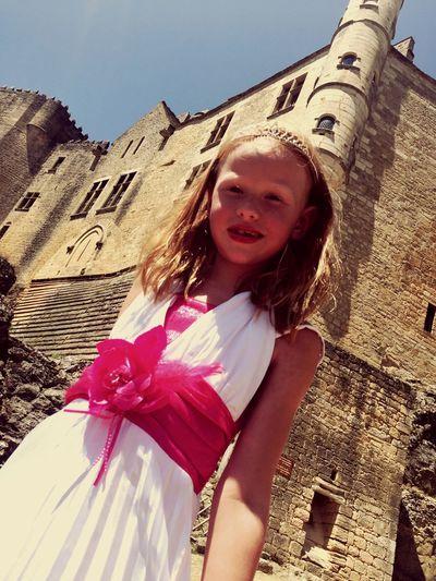 Beauty Redefined zo natuurlijk bij haar paleis wachtend op de prins. Eazy Love JuNglEStyle Freyee