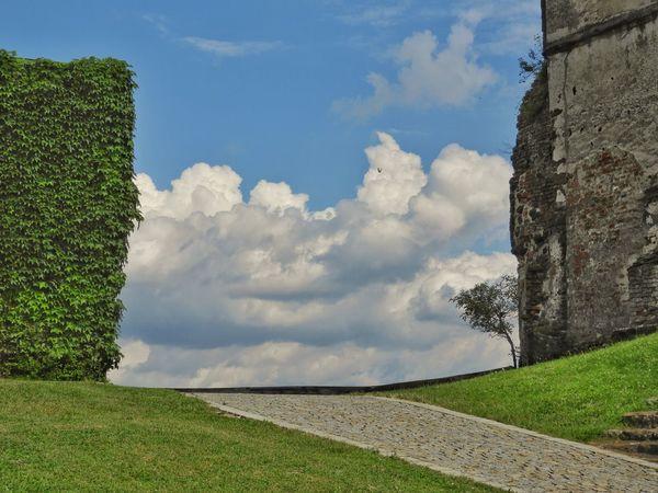 Castle Cloudporn Road To Heaven Heaven Butterfly Tree Rural Scene Blue Sky Grass Landscape Cloud - Sky Fortified Wall Medieval Fortress