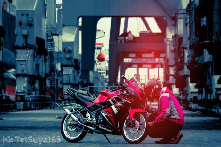 First Eyeem Photo Portphotography Kawasaki Ninja AdobeLightroom Gantrycrane Indonesia_photography 2strokemotorcycle EyeEmNewHere