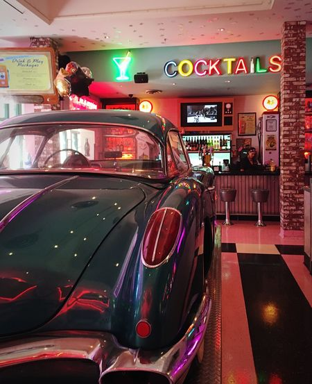 Best Parking Spot San Diego Corvette Diner Cocktails Retro Corvette Parking MeinAutomoment