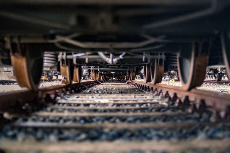 Unter den Zug