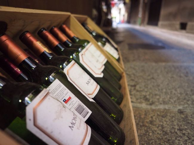Kyoto Japan Kawaramachi Pontocho City View  Wine Bottles Olympus PEN-F 京都 日本 河原町 先斗町 ワイン 瓶 街中
