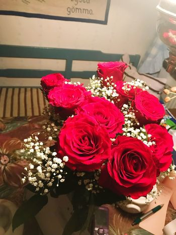 Flower Rose - Flower Bouquet Fragility Freshness Petal Nature Indoors  Beauty In Nature Flower Head No People Day Close-up