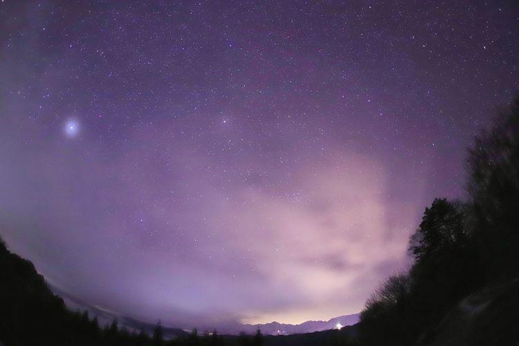 下から霧がモクモクと💦アルプスが隠れて星空も隠れる1歩手前😅この後退散😂 銀河鉄道の夜♪ 一目惚れんず Astronomy Galaxy Milky Way Space Star - Space Tree Constellation Mountain Purple Space And Astronomy
