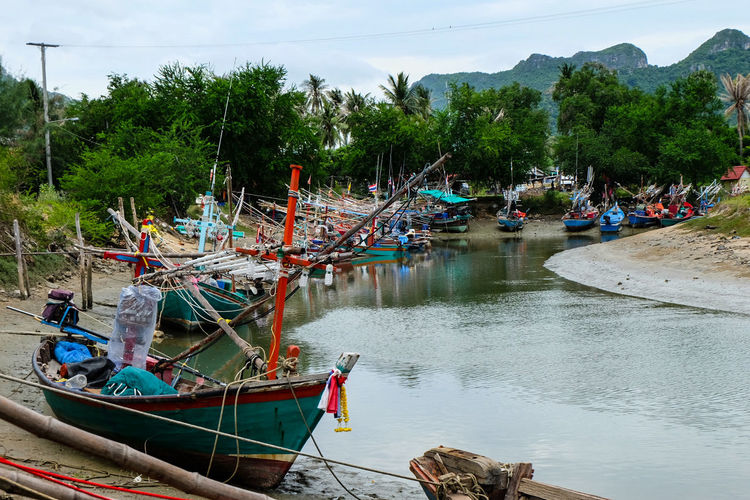 Frisherman Fishery in Thai gulf Water Nautical Vessel Reflection Outdoors Day Tree No People Moored Nature Sky Thailand🇹🇭 Pranburi Thailandtravel Sea And Sky Seascape Boats And Clouds Boat Dock sunset #sun #clouds #skylovers #sky #nature #beautifulinnature #naturalbeauty photography landscape Sunny Day Asianculture Travel Dock Side Local Transportation Thaistyle Tourism