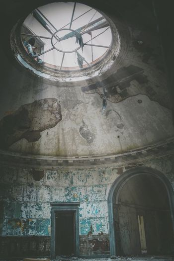 Lookup Indoors  Architecture Ceiling No People Built Structure Low Angle View Window Day Close-up Architecture Abandoned Urbex EyeEm Gallery The Week On Eyem EyeEm Best Edits EyeEm Best Shots The Secret Spaces Live For The Story EyeEm Selects