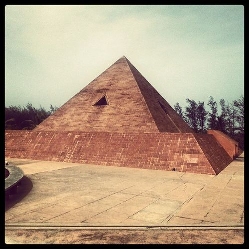 Pyramid India Nearbeach Pondy temple Shiva