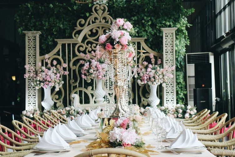 Wedding dinner set up. Wedding Photography Wedding Wedding Party Weddingparty Wedding Inspiration Wedding Idea Chairs Set Up Dinner Lunch Plates Wine Glass Flowers Decoration Showcase: February