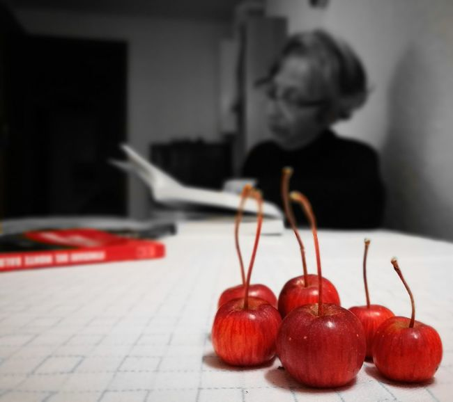 Red Food And Drink Indoors  Food Healthy Eating Only Women Freshness One Person Vote Me City Beauty Magic Italy Italy Travel Tourism Amateur_photographers_united Tranquility Bella Italia Amateurphotographer  Studio Shot Black Color Apple Fruit Mini Apples Mini Apple Red Apple Shape