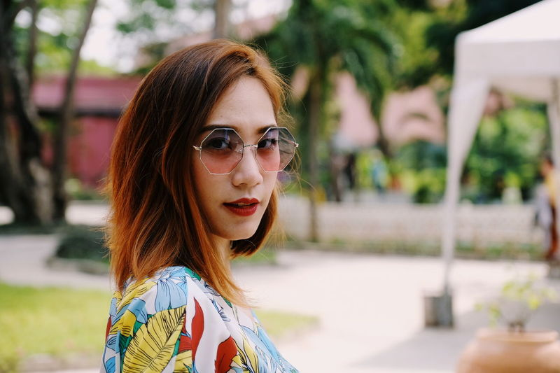 look at me EyeEm Best Shots Eyem Portraits EyeEm Selects EyeEm Gallery Young Adult Only Women One Young Woman Only One Woman Only Adult Beautiful Woman Beauty Portrait Beautiful People Adults Only Young Women Arts Culture And Entertainment Focus On Foreground Fashion Headshot Looking At Camera Day Outdoors People