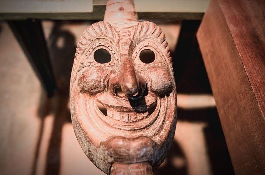 """Rocky es hijo de Pablo Dürr, el fundador de la tradición Jokili en la Colonia Tovar. Su padre hacía las máscaras y al morir, él """"heredó ese hobby"""" Carnival Venezuela Streetphotography"""