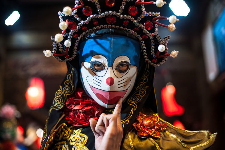 Sichuan opera SICHUAN Opera Sichuan Bianlian Body Part Celebration Costume Disguise Face Paint Festival Focus On Foreground Front View Hand Headshot Human Body Part Leisure Activity Lifestyles Mask Mask - Disguise Obscured Face One Person Paint Portrait Real People Unrecognizable Person