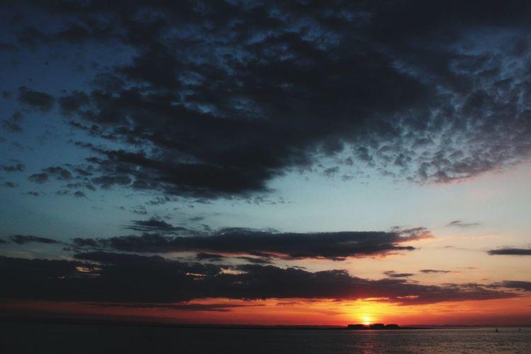De mis favoritos colores el atardecer 💙🇲🇽 Sunset Dramatic Sky