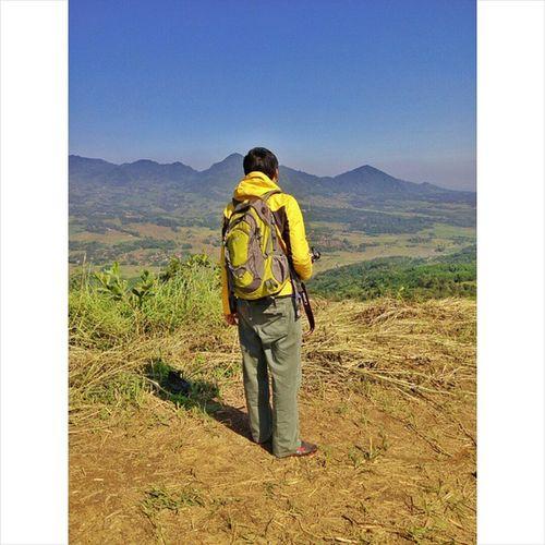 """Jika kita menginginkan sesuatu kita harus berusaha dan berjuang untuk mendapatkannya"" Gunungbatu Gunung Mountain Rei Reijacket Reidaypack Daypack Canon LGG3 Onedaytrip Onedayhiking Hiking Naikgunung Jalan2terus Jawabarat Indonesiaindah BeautifulIndonesia Mytrip Alonetraveler"