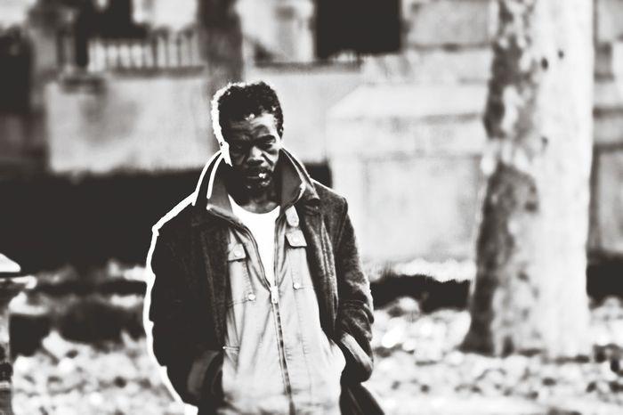 Madrid, muy temprano. Domingo. / Día mil del año negro. / Él, con más motivos, / se me cruza como un espejo. / Yo aún miro lo que hay al otro lado del pozo. / Nunca más volveré a verlo. // Madrid, very early. Sunday. / Day thousand of the black year./ He, with more reason, / crosses me like a mirror. / I still look at what 's on the other side of the well. / I'll never see him. Bw_collection Portrait Black And White Capa Filter