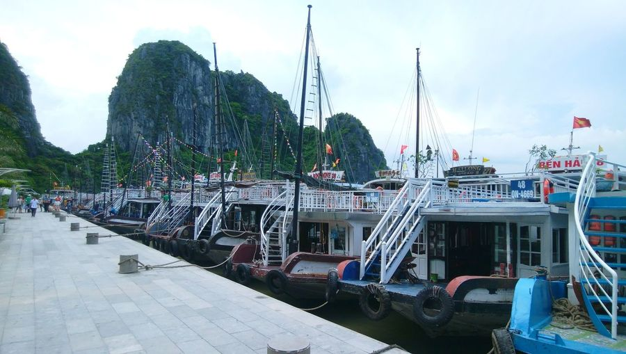 Ha Long Bay's harbor Ship Boat Nautical Vessel Water Moored City Gondola - Traditional Boat Harbor Sky Cloud - Sky Sailing Ferry Sailing Boat