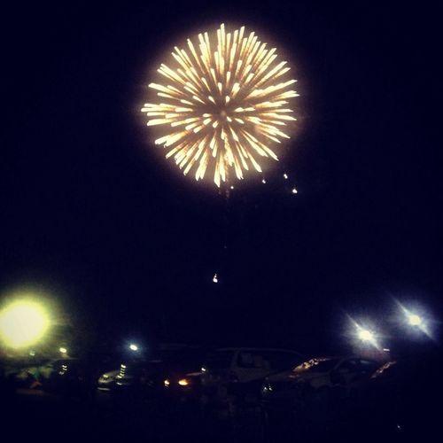 Saw some Fireworks lastnight at the RiverFest !! Fourthofjuly Sky