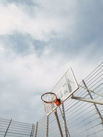 מייבתגלים מייספורט IPhoneX ShotOnIphone מייאייפון10 Cloud - Sky Sky Basketball - Sport Basketball Hoop Low Angle View Sport Net - Sports Equipment Summer Exploratorium